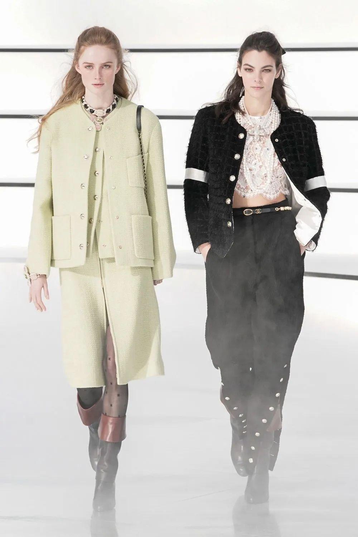 Chanel 2020秋冬系列:巴洛克珠宝、骑士裤、结伴走秀,美不胜收