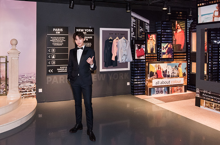 杨家三兄弟齐聚北京杜莎夫人蜡像馆,杨洋入驻时尚区尽显迷人魅力
