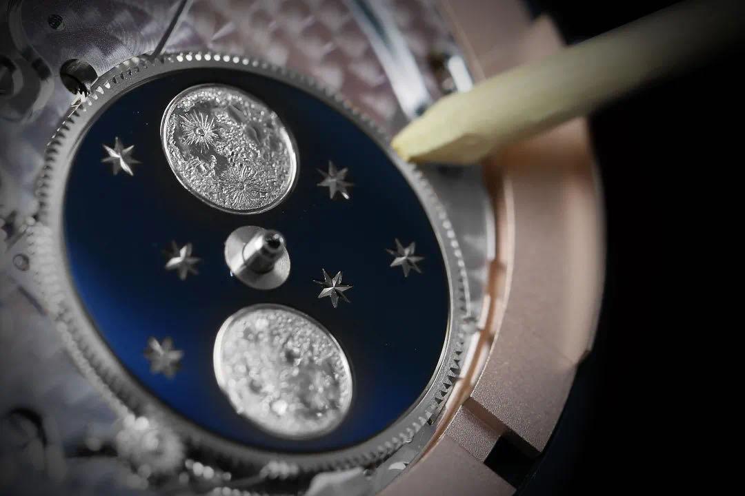在手腕上,记录中秋月圆时刻