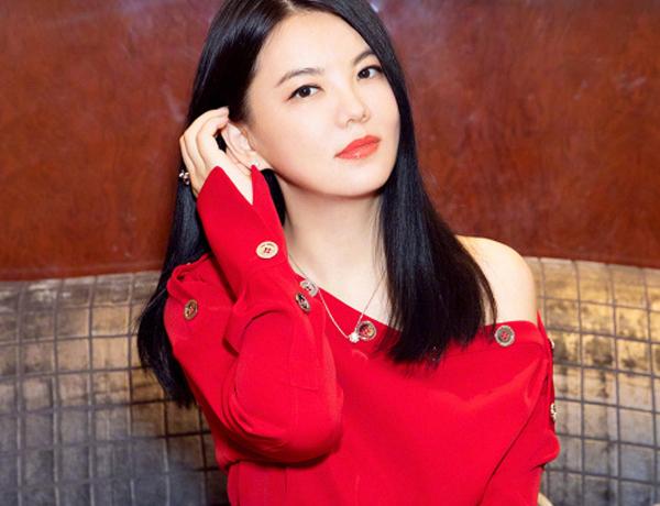 李湘直接把鉆石涂臉上?